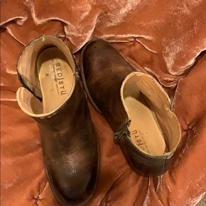 Bedstu Women's leather booties size 7